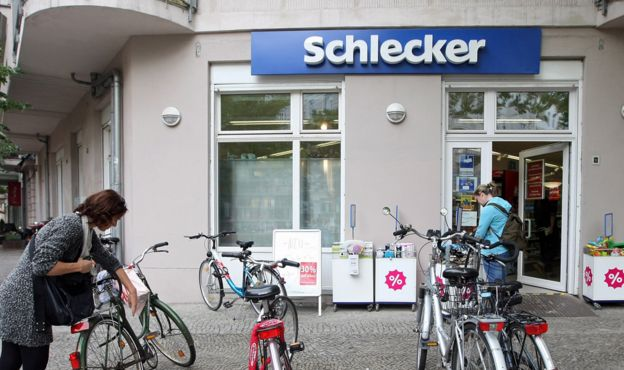 German tycoon Schlecker faces fraud trial with family